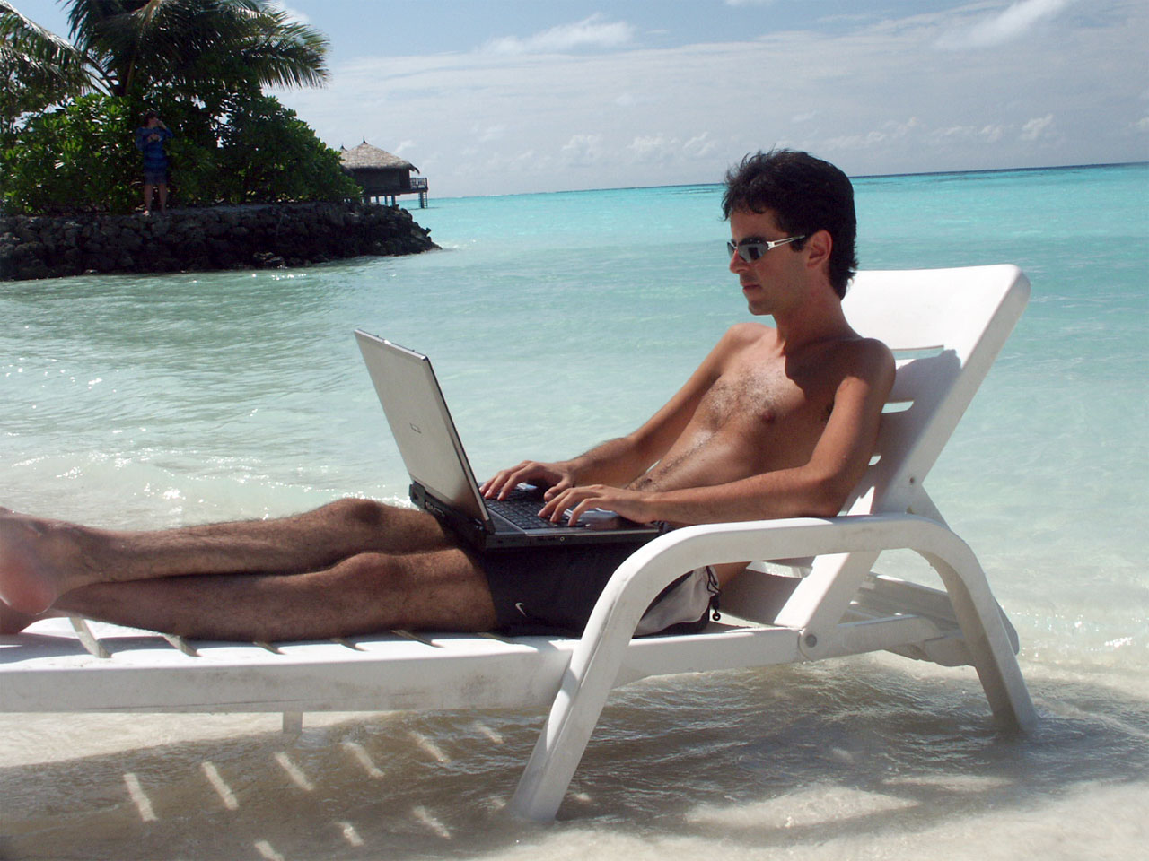Do You Need to Implement Unlimited Vacation Policy at Workplace?