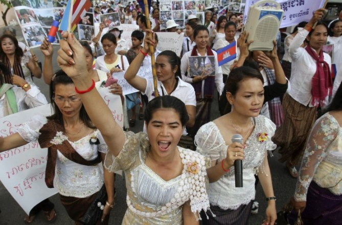 malaysia to allow more cambodian domestic helpers to work