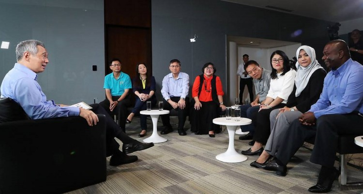 Prime Minister Lee Hsien Loong with union leaders (MCI)