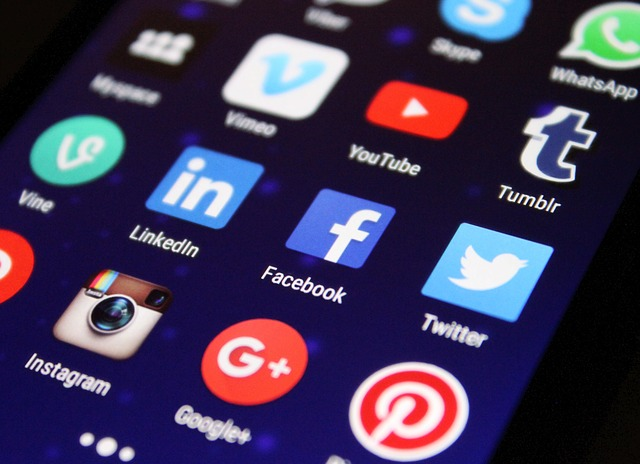 Social Media for HR professionals (And How to Maintain It)