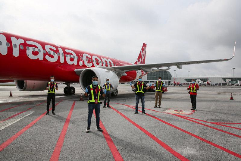 AirAsia Looks to Slash Hundreds of Jobs